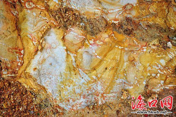 在大自然岩石中,许多石的纹路像抽象的油画,有些像工笔画,线...