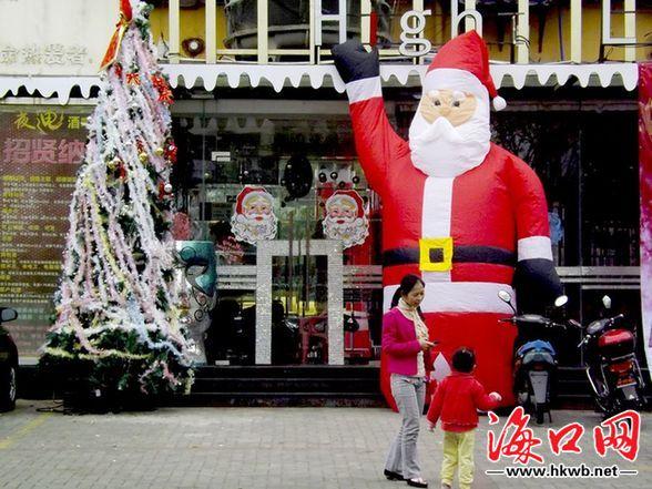 ...圣诞节将在海口热闹一回,街上圣诞装饰给海口多多少少带来节...