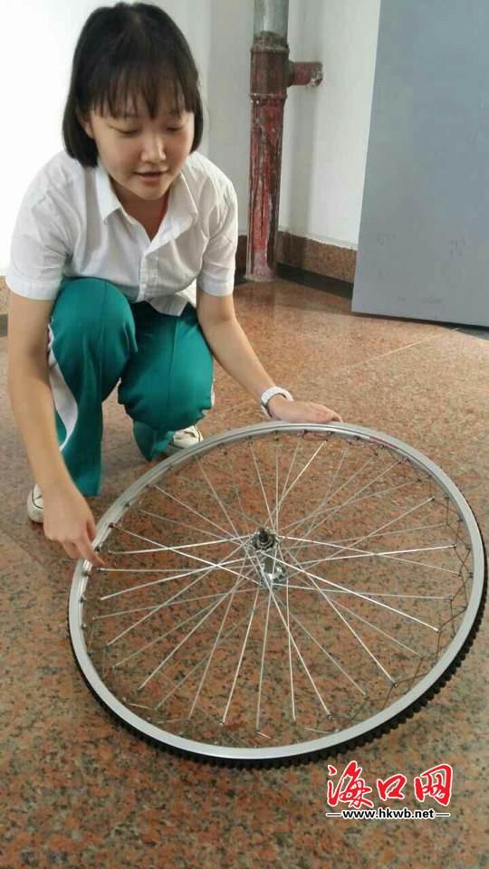 海口高中女生发明自行车减震车轮目前正好比男生做女生图片