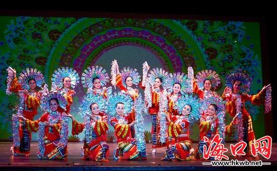 海南文化风情秀出国门 海口市艺术团赴美演出载誉而归