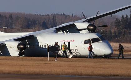 加拿大客机起飞时轮胎爆炸