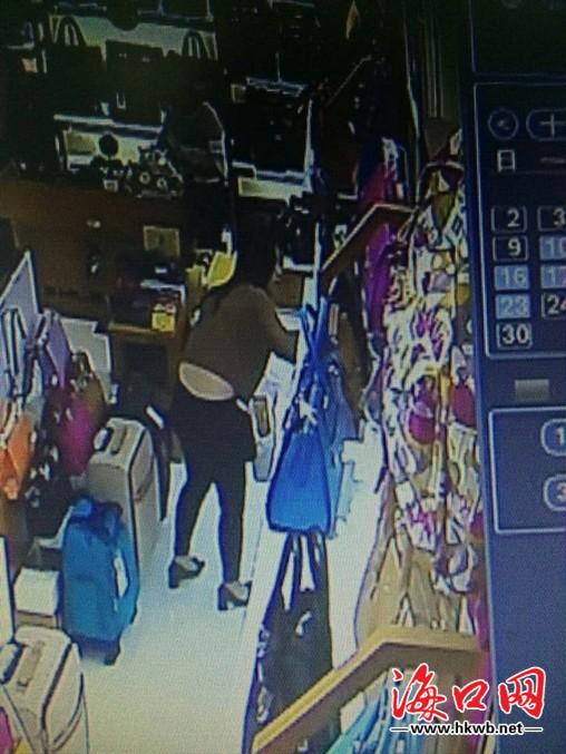 卖店偷包 监控录像拍下全过程