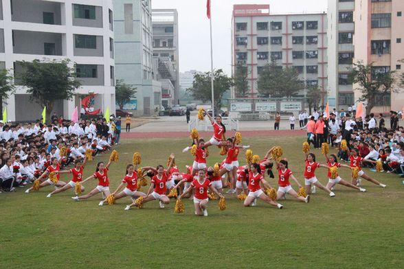 海南省旅游学校第十二届田径运动会在校田径场隆重开幕