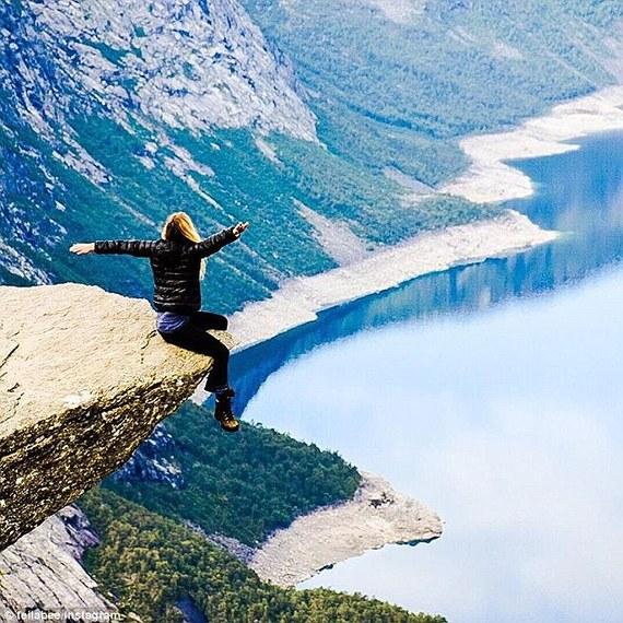 """澳24岁学生挪威""""巨人之舌""""风景区拍照失足坠崖"""