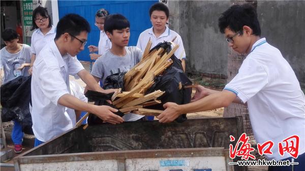钟元韬摄影报道)9月24日上午,海口网记者来到海口市一中高中部,发现