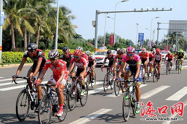 2015环岛自行车赛今日骑进海口(组图)