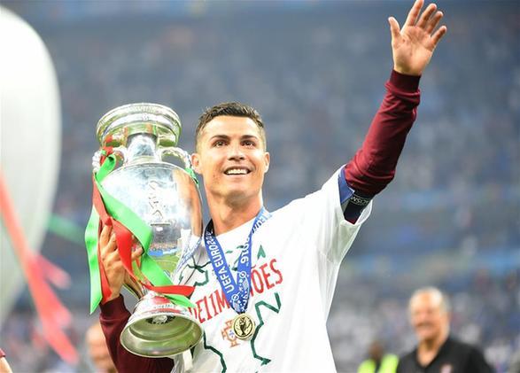 (欧锦赛)(13)足球——葡萄牙队夺得冠军