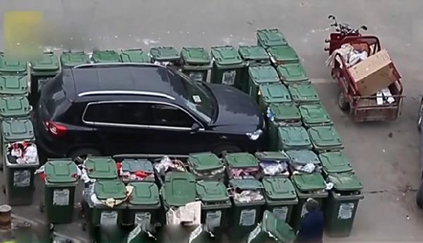40垃圾桶围堵乱停车!