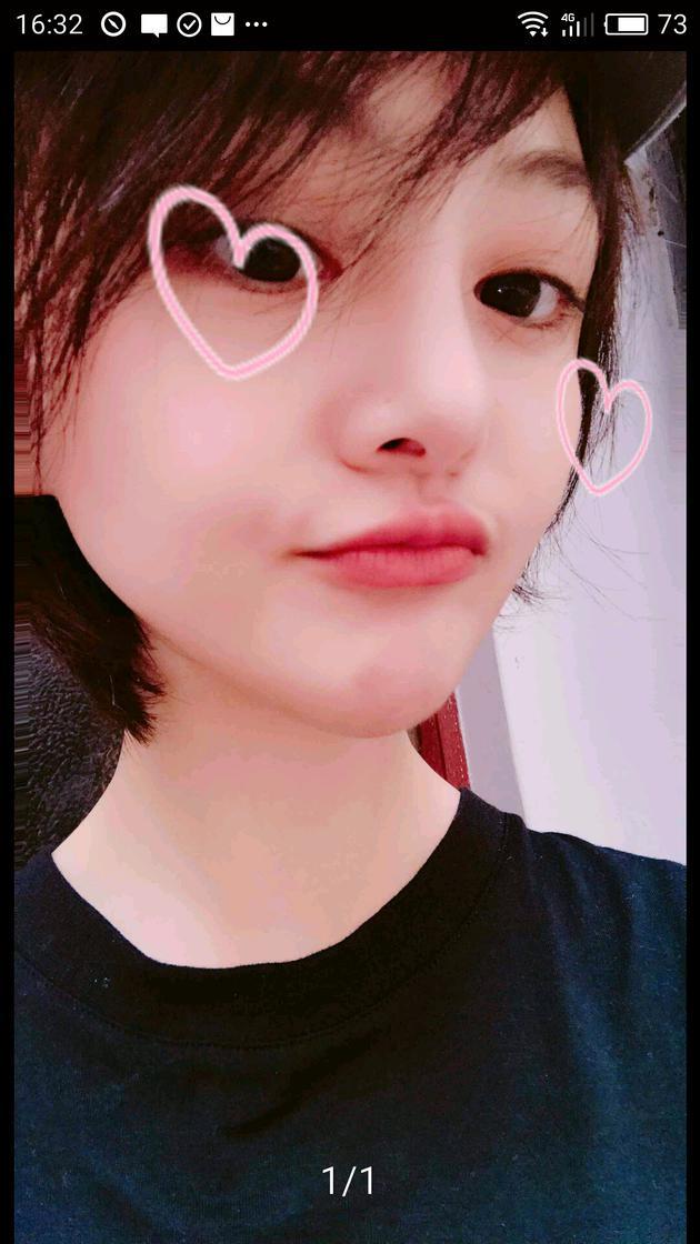 郑爽app晒自拍嘟嘴卖萌 甜美可爱不失俏皮