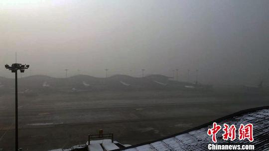 从气象角度影响机场航班的主要恶劣天气一般为暴雨,降雪,雷暴天气和雾