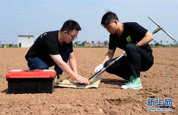 日,在陕西杨凌农业示范区,姜义 水土流失、盐碱化、重金属污染…