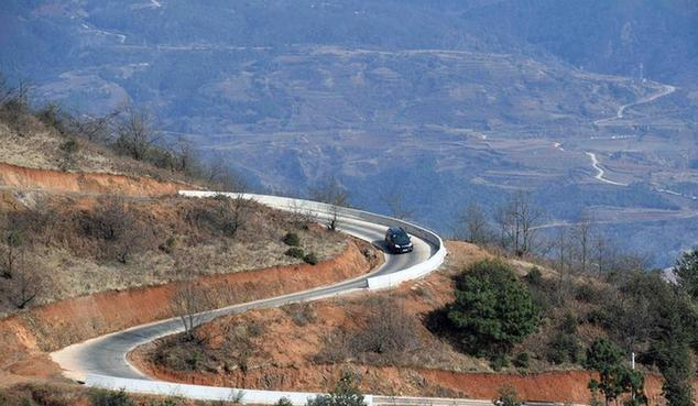 (新春走基层)(1)云南寻甸:筑就农村幸福路