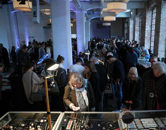 (国际)(2)法兰克福举行第十八届古董钟表珠宝展