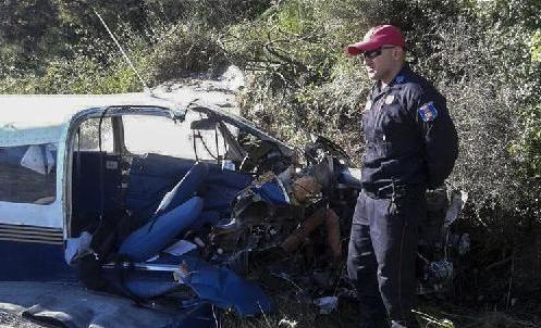 (国际)希腊一架小型飞机坠毁两人死亡