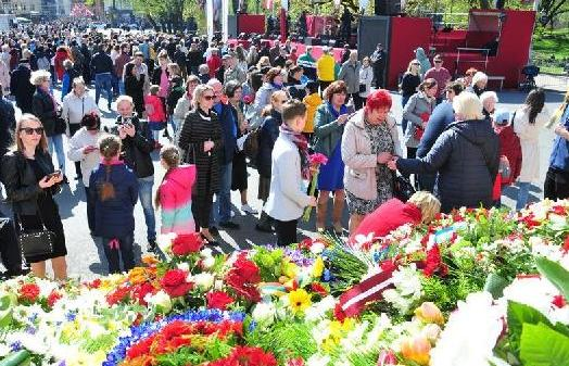 (XHDW)(1)拉脱维亚纪念国家恢复独立28周年