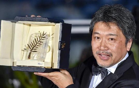 (国际)(3)《小偷家族》斩获戛纳国际电影节最佳影片金棕榈奖