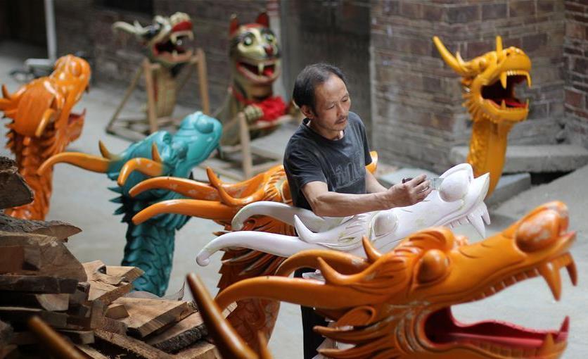 #(社会)(4)湖南道县:手工雕刻龙船头迎端午