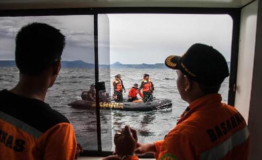 (国际)(2)印尼沉船事故搜救工作持续进行
