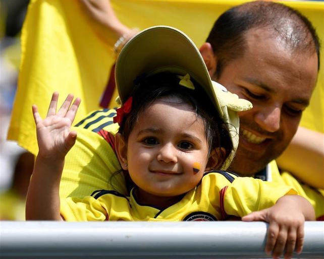(世界杯·专题)(6)足球——萌态十足的小球迷