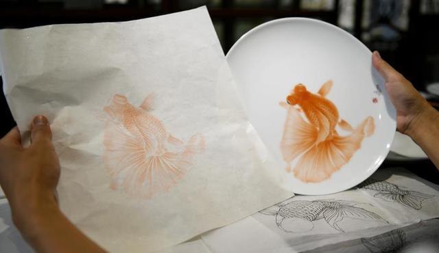 #(文化)(3)鱼跃盘中:活灵活现的瓷画技艺