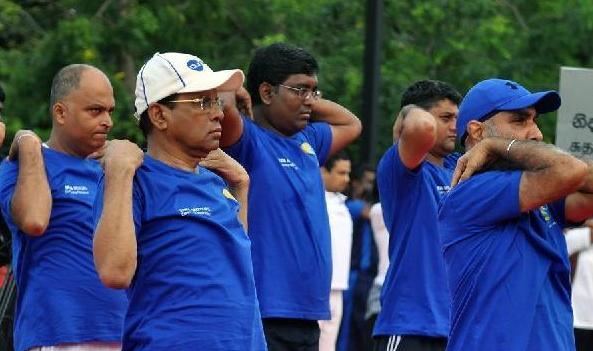 """(国际)(1)斯里兰卡总统参加""""国际瑜伽日""""庆祝活动"""