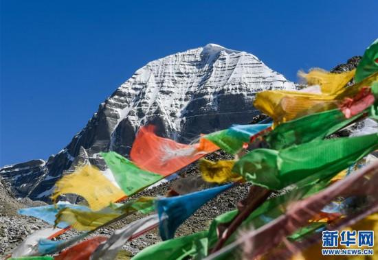 西藏:冈仁波齐山下的牧民致富路