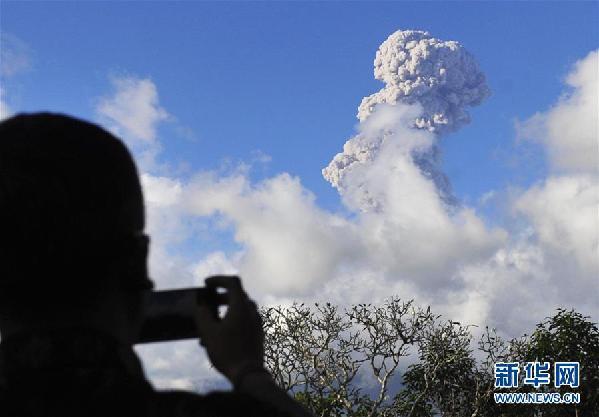 (国际)(2)印尼阿贡火山持续喷发