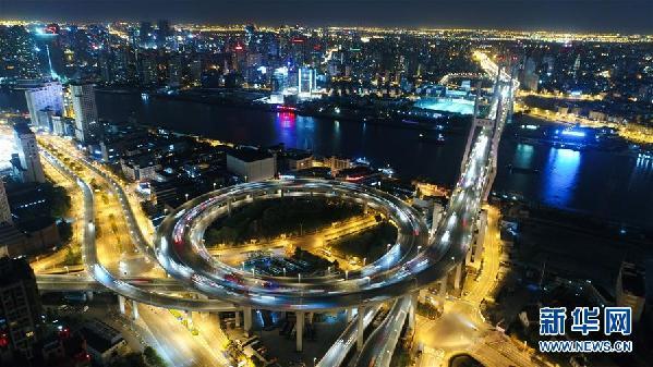 """(社会)(3)上海黄浦江上四座大桥将集体""""换装"""""""