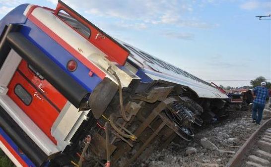 (国际)(1)土耳其火车出轨事故造成10人死亡