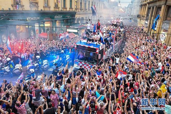 (世界杯)(1)足球——克罗地亚人民迎接英雄凯旋