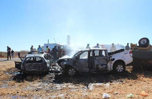 (国际)(1)纳米比亚一起车祸造成8人死亡