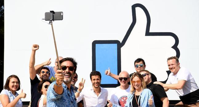 "(XHDW)(1)美国硅谷举行""脸书节""活动"