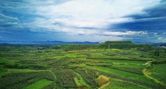 (环境)(1)河北迁安:矿山修复再现绿水青山