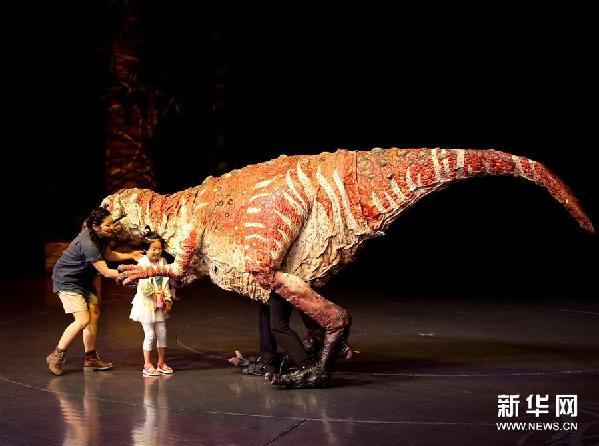 (文化)(2)科普互动儿童剧《恐龙动物园》在沪上演