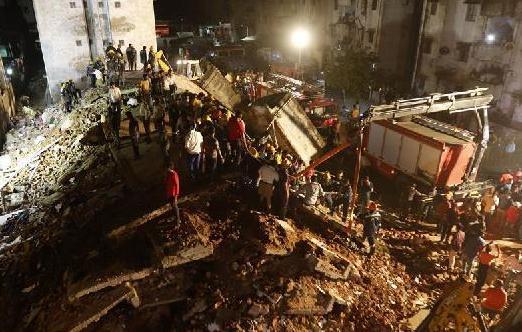 (国际)(1)印度一栋4层楼房坍塌