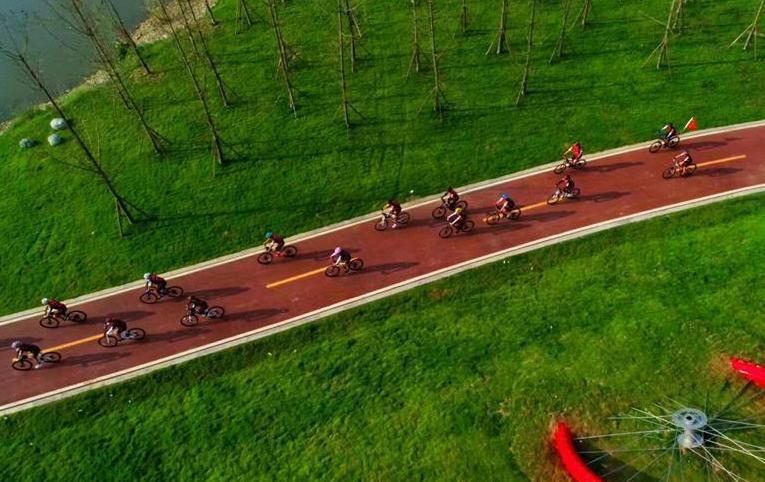 """(图文互动)成都开通首条自行车""""高速路"""""""