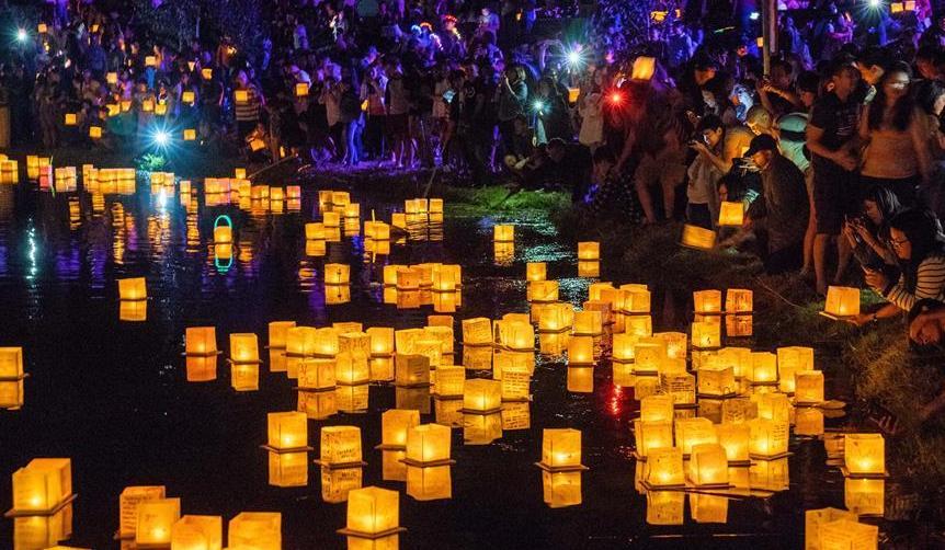 (国际)(1)洛杉矶举行水灯节