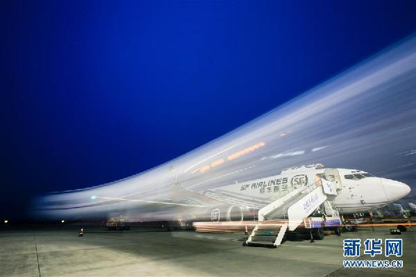 """#(新华网)(2)江苏扬州泰州机场开通""""大闸蟹专线"""""""