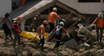(国际)(3)印尼地震和海啸已造成2045人死亡