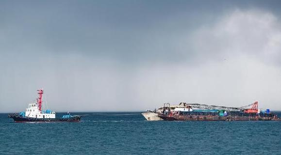 """(国际)(6)泰国将封锁打捞上岸的""""凤凰""""号以开展调查"""