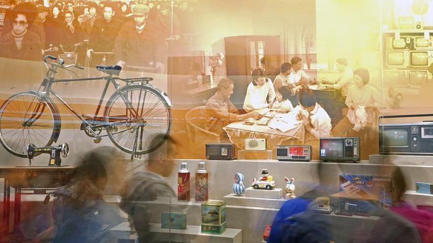 """(社会)(1)""""伟大的变革——庆祝改革开放40周年大型展览""""累计参观人数突破80万"""