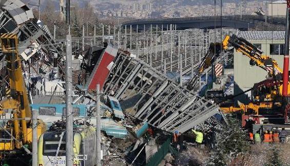 (国际)(4)土耳其高铁撞车事故致9死47伤