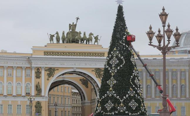 (XHDW)(1)圣彼得堡布置枞树迎接新年