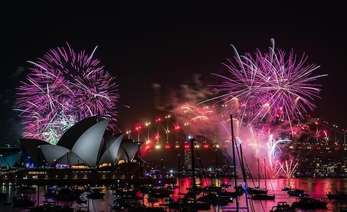(国际)(1)悉尼燃放焰火迎接新年