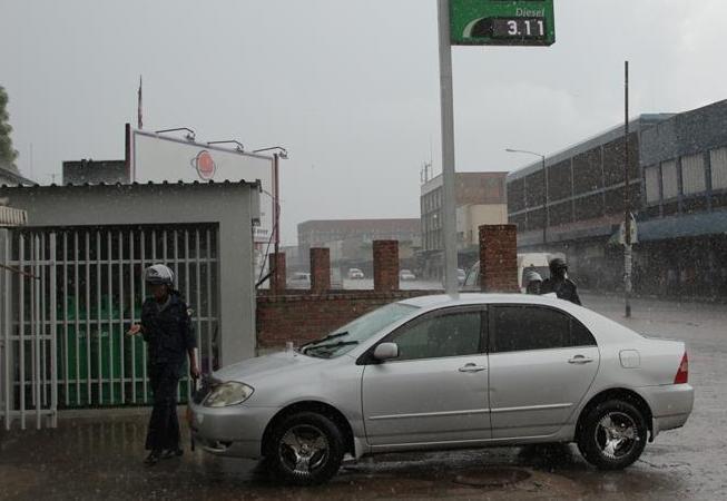 (国际)(1)津巴布韦爆发游行示威抗议燃油价格上涨