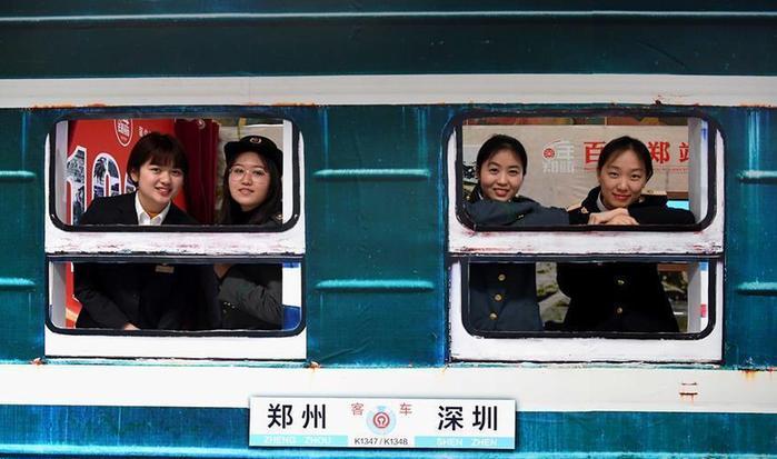 """(社会)(1)火车站里的""""百年时光机"""""""