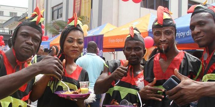 (XHDW)(1)尼日利亚春节庙会年味浓