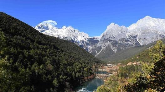 (环境)(1)丽江玉龙雪山蓝月谷景色秀美