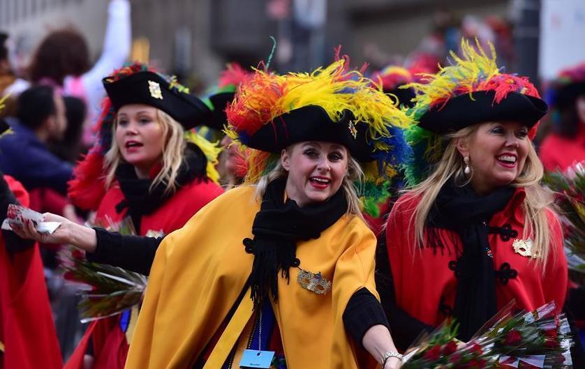 """(国际)(2)德国科隆狂欢节迎来""""玫瑰星期一""""大游行"""
