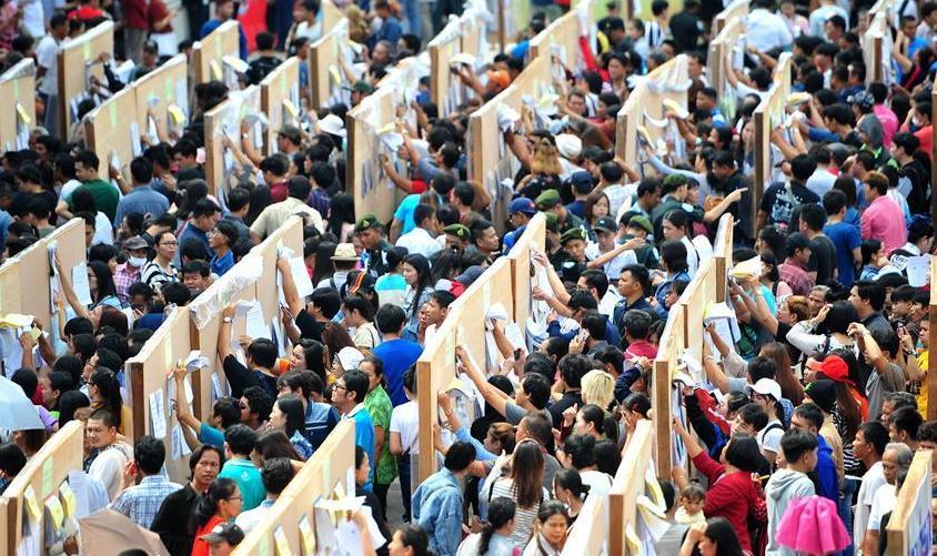 (国际)(1)泰国选民参加大选提前投票日投票